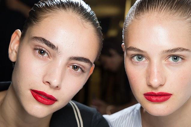 2020- 2021 En Sıradışı Makyajları – Sahte Çil – Kestane Rengi Ruj