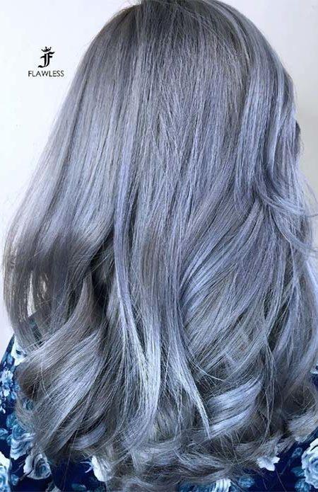 Gümüş mavi saç stili