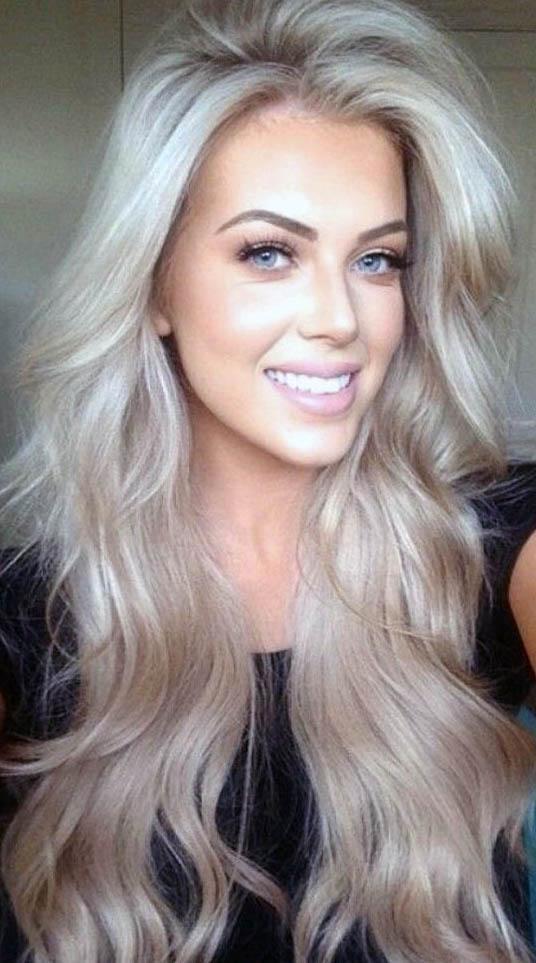 Gümüş sarısı saç rengi ve harika modeli