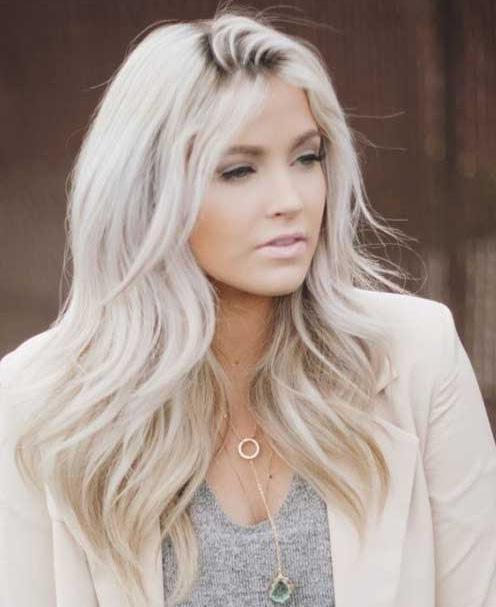 Gümüş Sarısı Saç Rengi Ve Modelleri Kombin Kadın