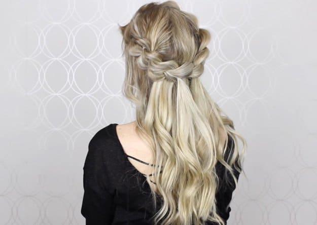 Kolay örgülü saç modeli