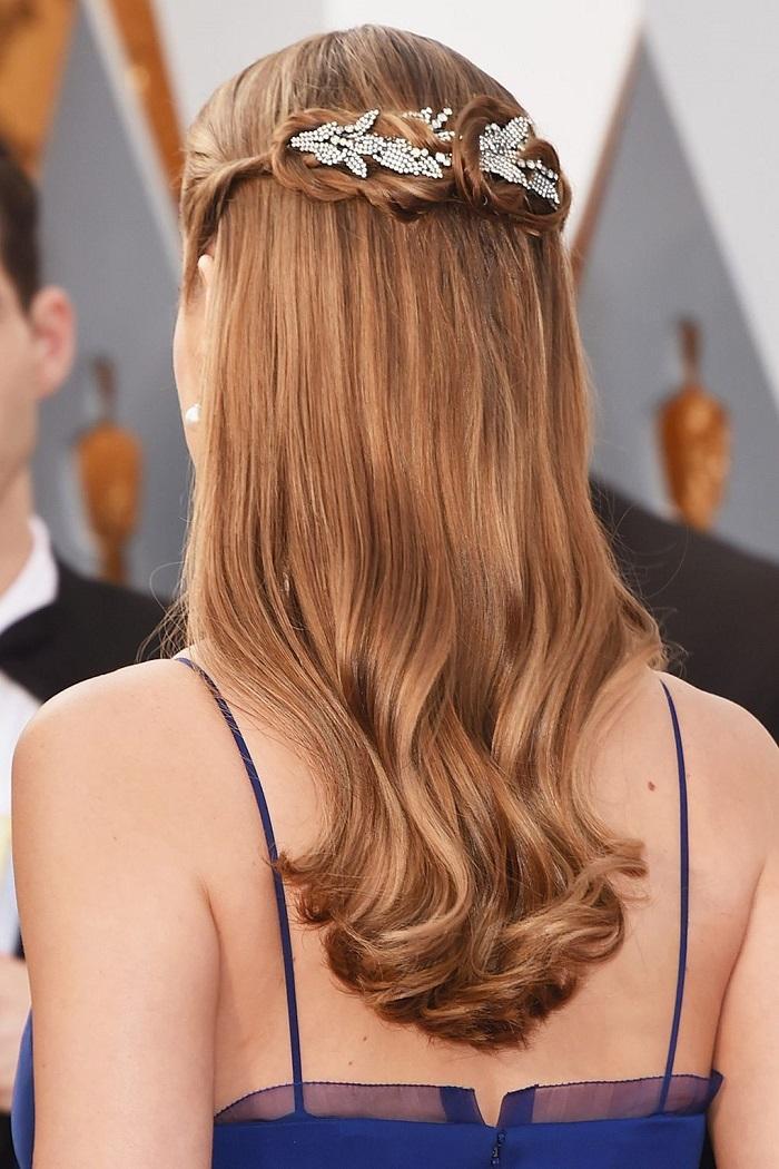 aksesuarlı düğün saçı