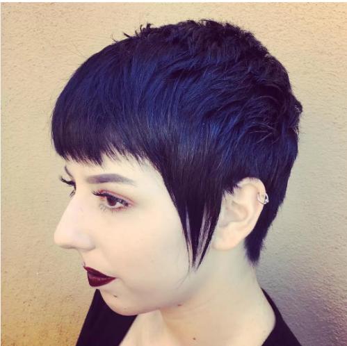 Mavi Siyah Saç Rengi Hakkında Bilmediğiniz Her şeyi Açıklıyoruz